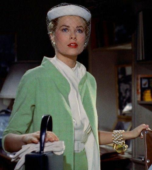 """Photo d'un tailleur vert porté par Grace Kelly dans le film """"Fenêtre sur cour"""" d'Alfred Hitchcock"""