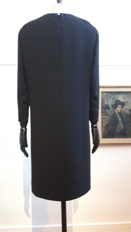 Robe noire à manches longues - vue à l'exposition Balanciaga 2017
