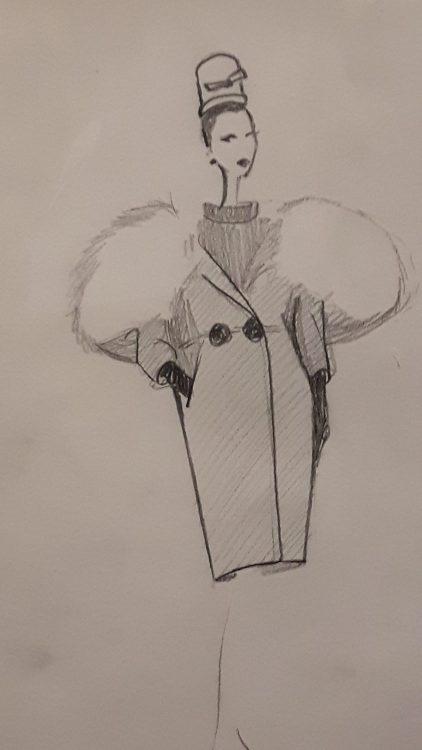 Croquis d'un manteau à très large col en fourrure et double boutonnage à la taille - vue à l'exposition Balanciaga 2017
