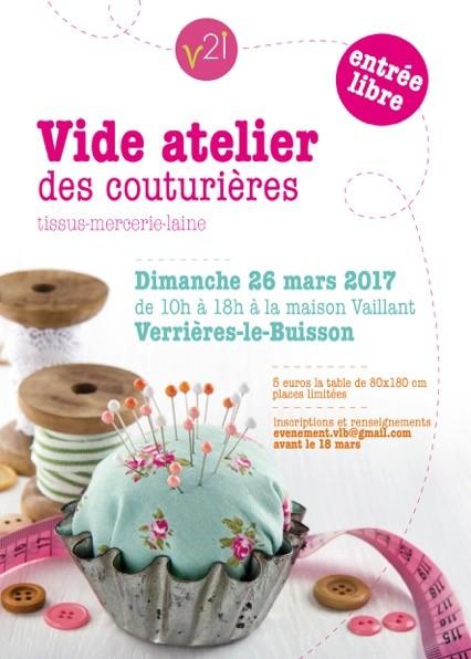 Affiche du vide-atelier des couturières (mars 2017) de Verrières-le-Buisson annonçant l'événement avec en photo un coussin à épingles, un mètre ruban, des boutons, du fil et de la dentelle