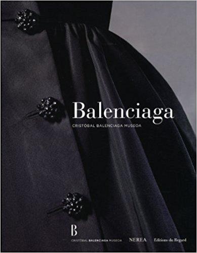 """Photo de la couverture du livre """"Balanciaga"""" présentant un zoom sur une robe du créateur et ses boutons"""
