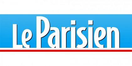 """Logo du quotidien """"Le Parisien"""" écrit en blanc sur fond bleu souligné de rouge"""