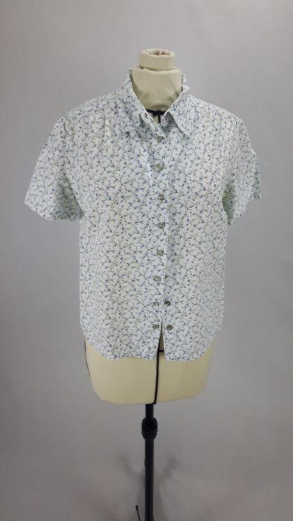 Vue de face d'un chemisier court en tissu style Liberty manches courtes et boutonnage par pressions milieu devant - modèle exemple des ateliers Rêve à Soie
