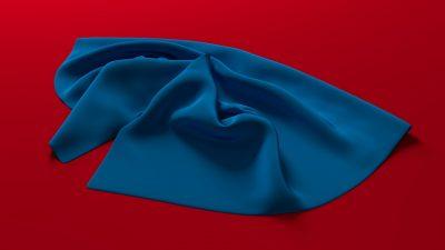 Coupon de tissu posé sur table rouge