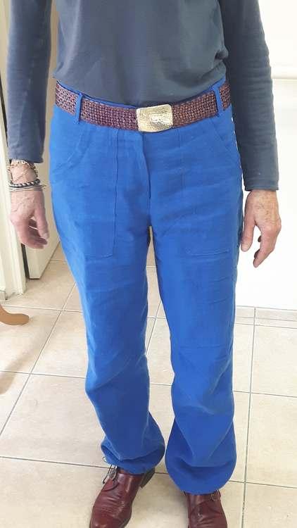 Pnatalon en lin bleu - devant - une réalisation d'une élève des ateliers Rêve à Soie