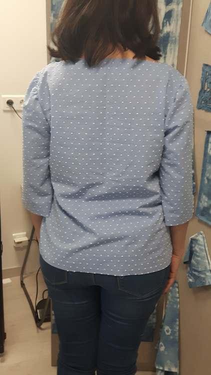 Top dans tissus à plumetis - une réalisaton d'une élève des ateliers Rêve à Soie