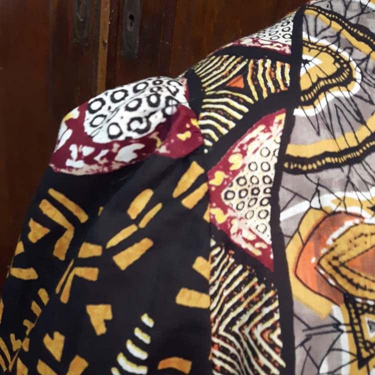 Détail de la manche d'un chemisier à volants réalisé par une élève des ateliers Rêve à Soie